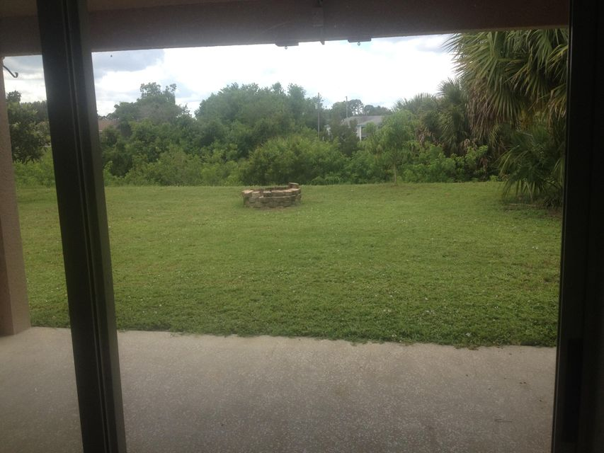 Additional photo for property listing at 474 SW Jeanne Avenue 474 SW Jeanne Avenue Port St. Lucie, Florida 34953 United States