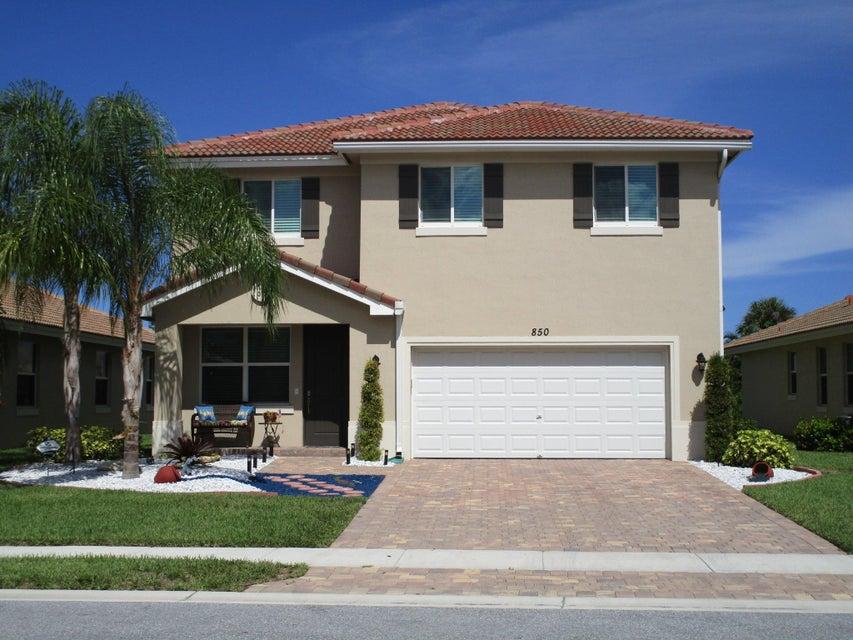 Maison unifamiliale pour l Vente à 850 Palm Tree Lane 850 Palm Tree Lane Haverhill, Florida 33415 États-Unis