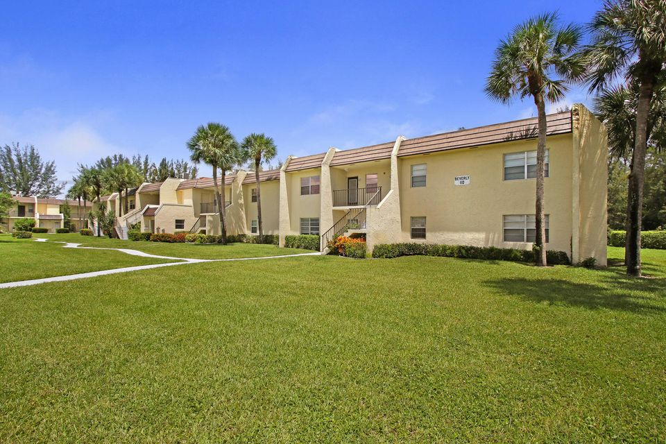 Additional photo for property listing at 110 Lake Meryl Drive 110 Lake Meryl Drive West Palm Beach, Florida 33411 États-Unis