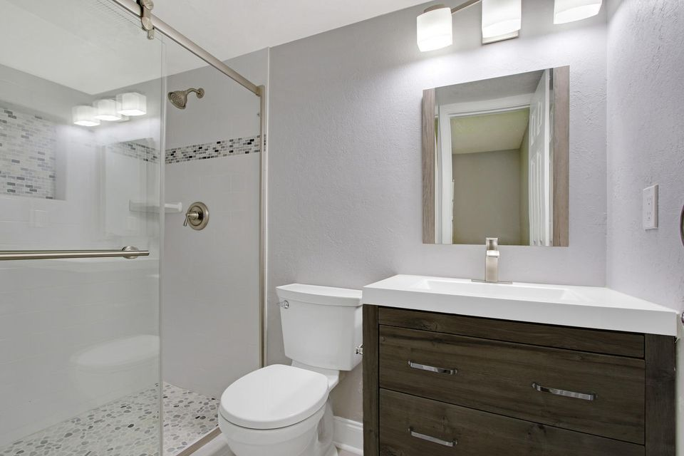 Additional photo for property listing at 110 Lake Meryl Drive 110 Lake Meryl Drive West Palm Beach, Florida 33411 United States