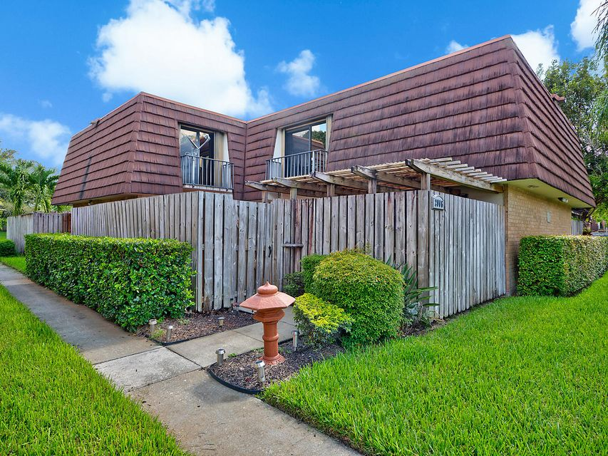 2006 20th Lane , Palm Beach Gardens FL 33418 is listed for sale as MLS Listing RX-10356724 31 photos