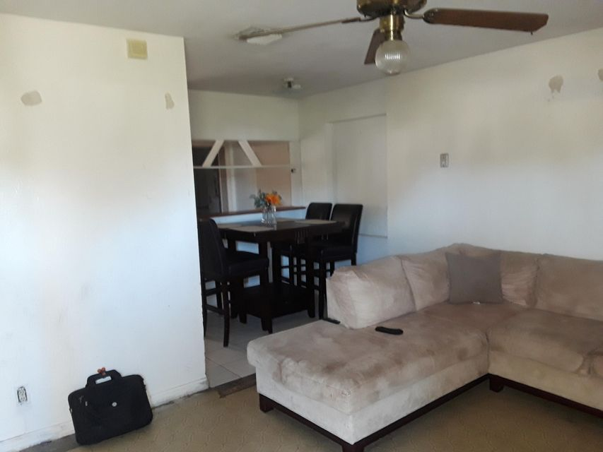 Additional photo for property listing at 1241 S E Street 1241 S E Street Lake Worth, 佛罗里达州 33460 美国