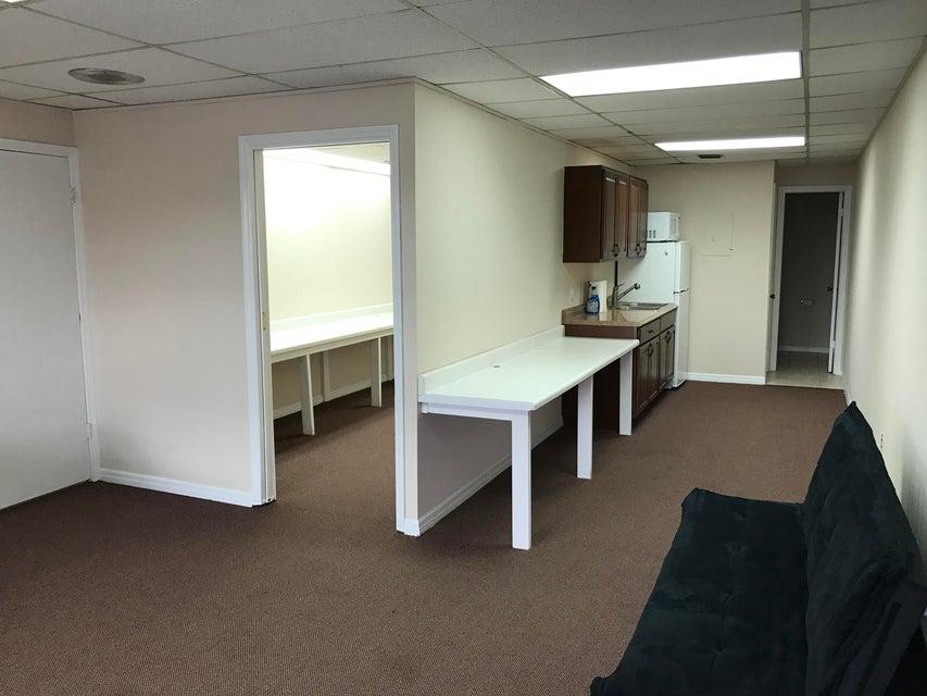 商业 / 工业 为 出租 在 721 Us-1 721 Us-1 北棕榈滩, 佛罗里达州 33408 美国