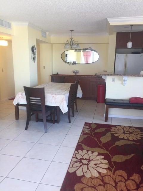 Additional photo for property listing at 111 Briny Avenue 111 Briny Avenue Pompano Beach, Florida 33062 Estados Unidos