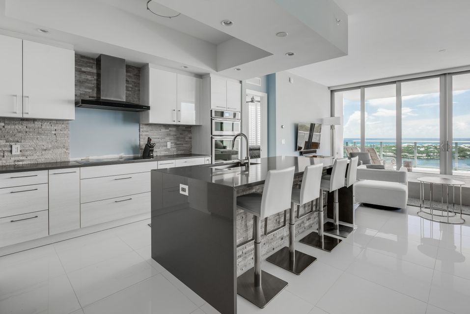 Additional photo for property listing at 2 Water Club Way  North Palm Beach, Florida 33408 United States