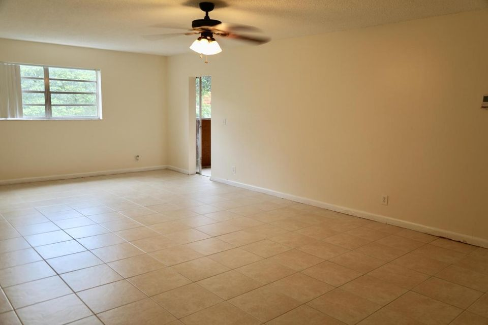 Additional photo for property listing at 22563 SW 66th Avenue 22563 SW 66th Avenue Boca Raton, Florida 33428 United States