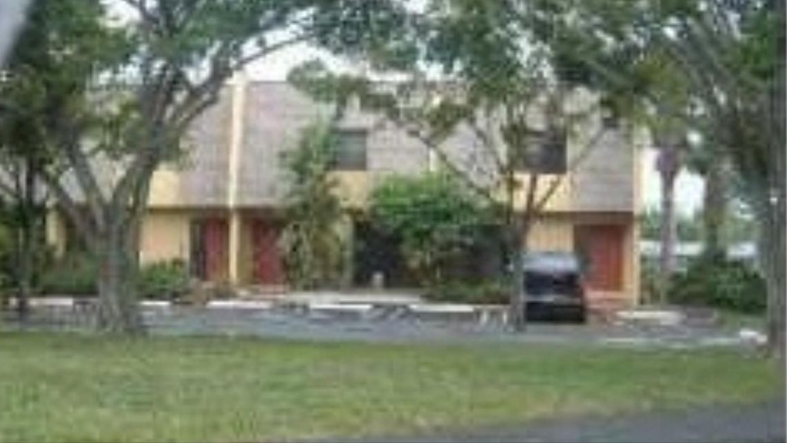 Townhouse for Sale at 455 N Canal Pt Point 455 N Canal Pt Point Delray Beach, Florida 33444 United States