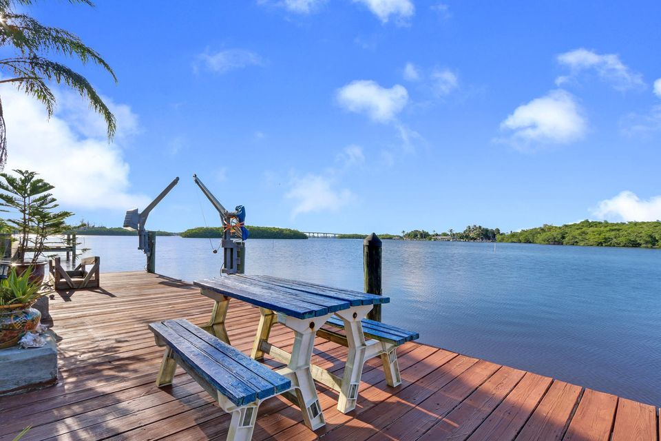 Single Family Home for Sale at 196 SW Cabana Point Circle 196 SW Cabana Point Circle Stuart, Florida 34994 United States