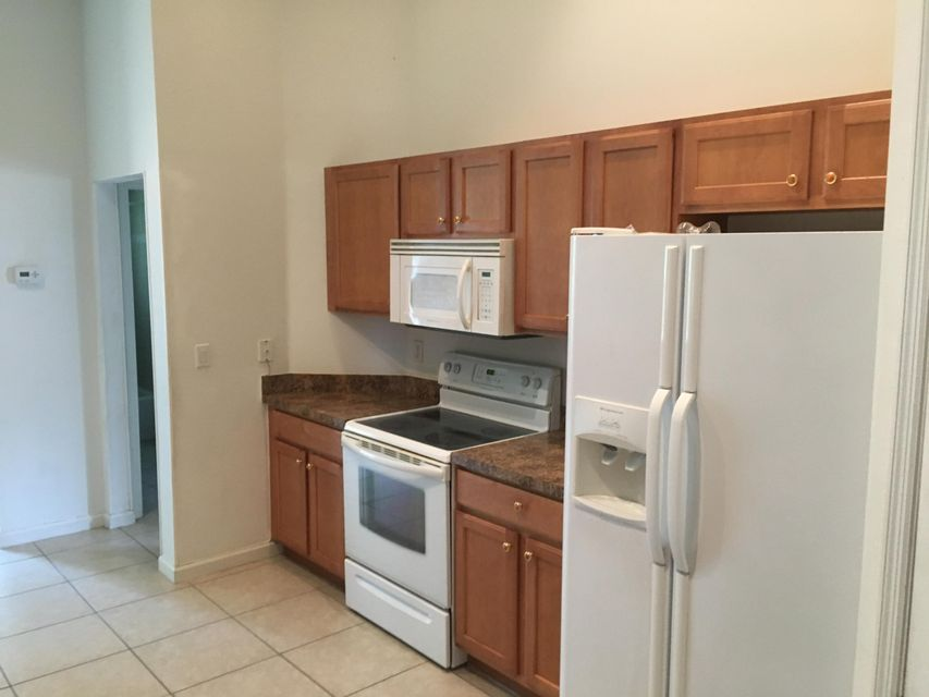 Additional photo for property listing at 581 SW Carter Avenue 581 SW Carter Avenue Port St. Lucie, Florida 34983 United States