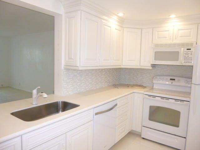 Additional photo for property listing at 230 NE 26th Avenue 230 NE 26th Avenue Boynton Beach, Florida 33435 Vereinigte Staaten