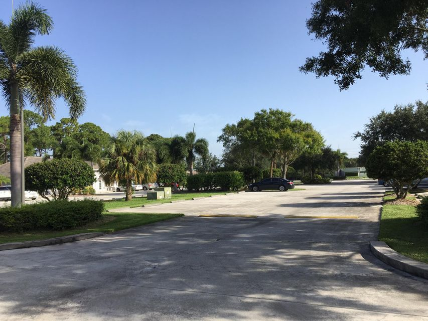 Additional photo for property listing at 2945 W Midway Road 2945 W Midway Road Fort Pierce, Florida 34981 États-Unis