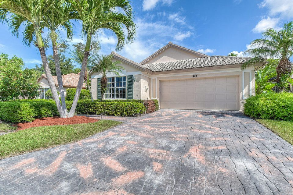 942 Augusta Pointe Drive , Palm Beach Gardens FL 33418 is listed for sale as MLS Listing RX-10360009 55 photos