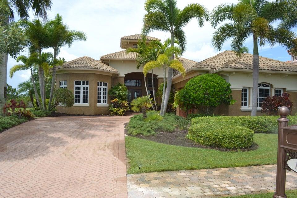 Casa para uma família para Venda às 128 SE Via San Marino 128 SE Via San Marino Port St. Lucie, Florida 34984 Estados Unidos