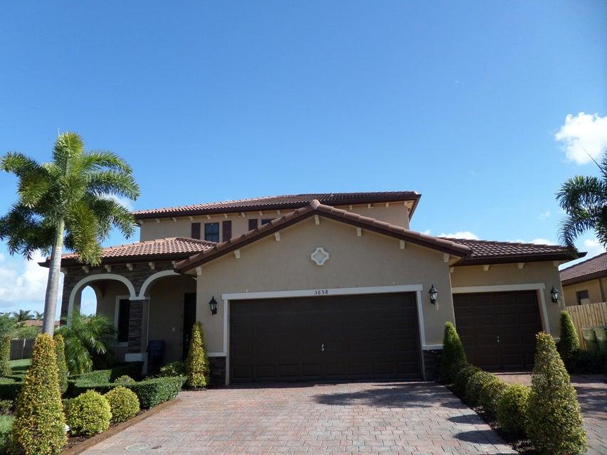 واحد منزل الأسرة للـ Sale في 3658 SE 1st Street Homestead, Florida 33033 United States