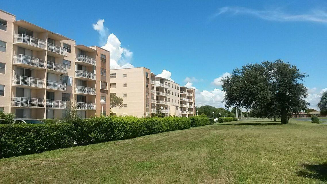 Additional photo for property listing at 470 Executive Drive 470 Executive Drive West Palm Beach, Florida 33401 United States