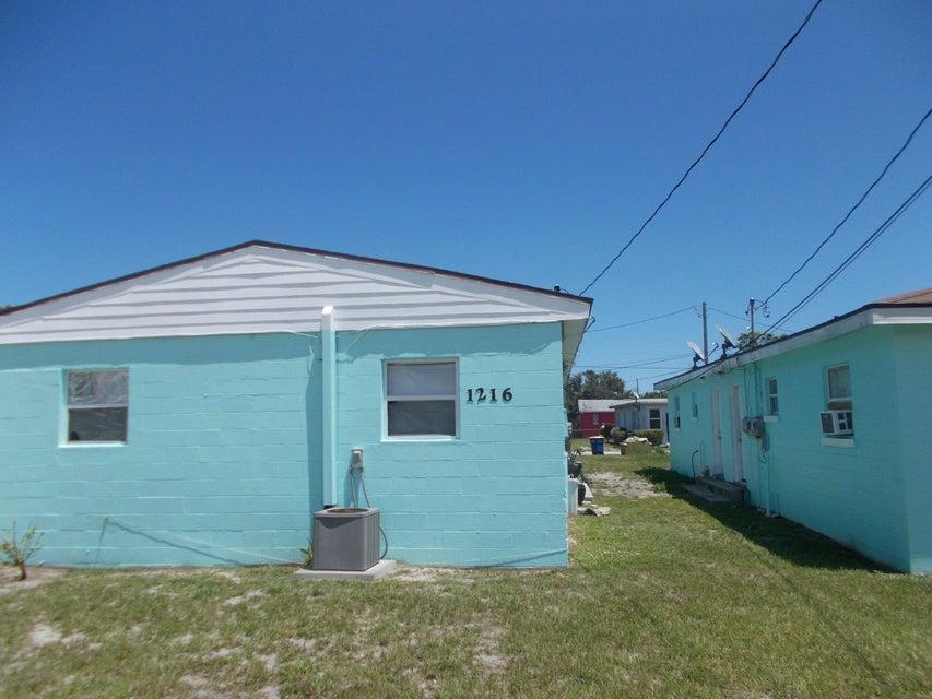 Duplo para Venda às 1216 17th Street 1216 17th Street Fort Pierce, Florida 34950 Estados Unidos