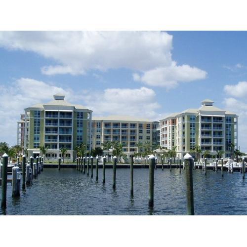 Konsum / Eigentumswohnung für Mieten beim 806 E Windward Way 806 E Windward Way Lantana, Florida 33462 Vereinigte Staaten