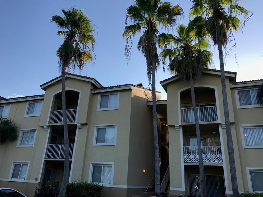 Coopérative / Condo pour l à louer à 2600 S University Drive Davie, Florida 33328 États-Unis