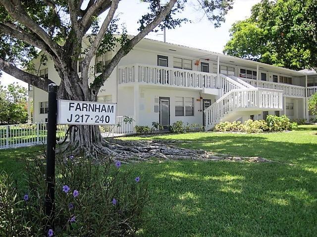 Cooperativa / condomínio para Locação às 233 Farnham J 233 Farnham J Deerfield Beach, Florida 33442 Estados Unidos