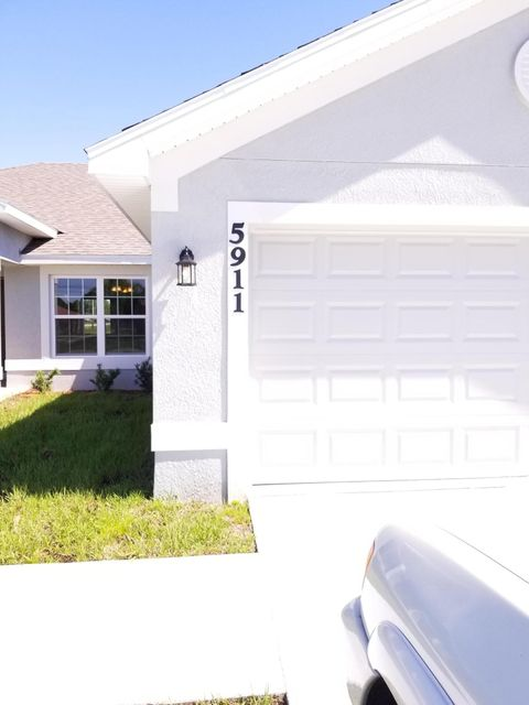 Additional photo for property listing at 5911 NW Brianna Court 5911 NW Brianna Court Port St. Lucie, Florida 34986 United States