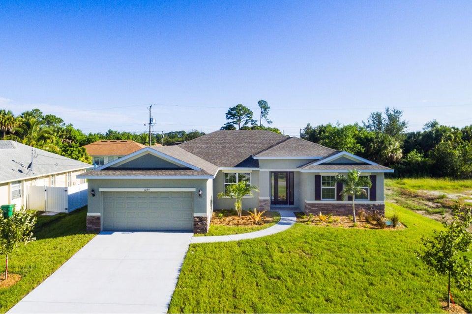 Casa Unifamiliar por un Venta en 1229 SW Ermine Av Avenue Port St. Lucie, Florida 34953 Estados Unidos
