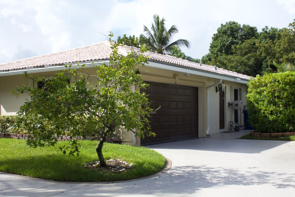 Additional photo for property listing at 9762 NW 18th Street 9762 NW 18th Street Coral Springs, Florida 33071 États-Unis
