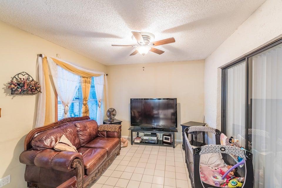 5945 Lincoln Circle Lake Worth, FL 33463 photo 9