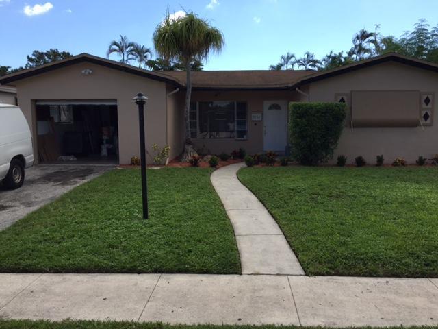 独户住宅 为 销售 在 3550 NW 33rd Avenue Lauderdale Lakes, 佛罗里达州 33309 美国