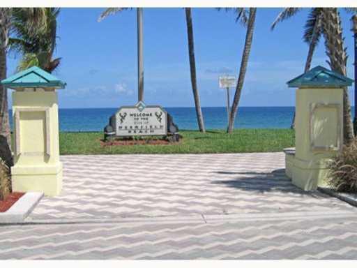 Co-op / Condominio por un Alquiler en 1960 NE 1st Street 1960 NE 1st Street Deerfield Beach, Florida 33441 Estados Unidos
