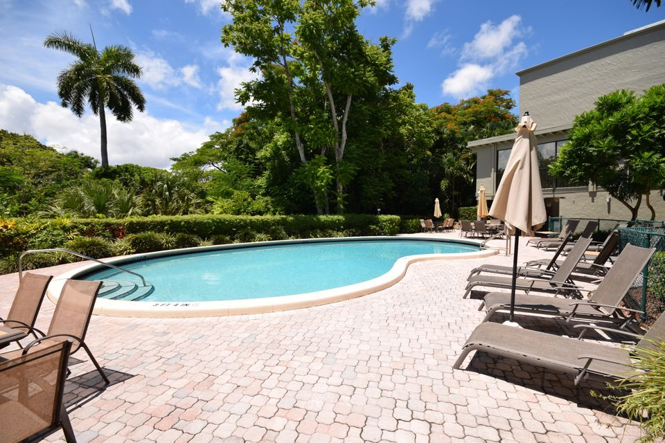 Additional photo for property listing at 501 SW 11th Place 501 SW 11th Place Boca Raton, Florida 33432 Estados Unidos