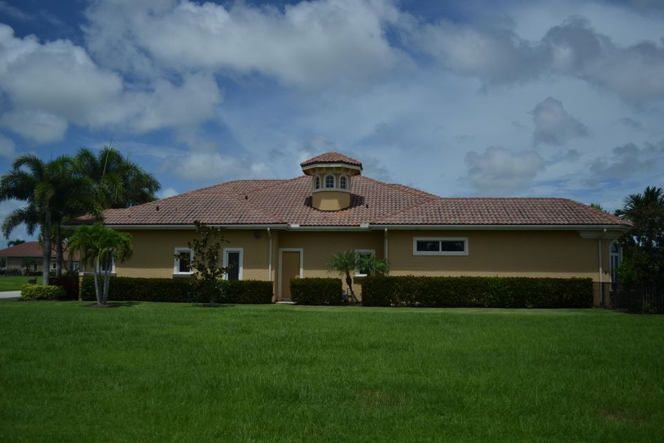 Additional photo for property listing at 116 SE Mira Lavella 116 SE Mira Lavella Port St. Lucie, Florida 34984 États-Unis