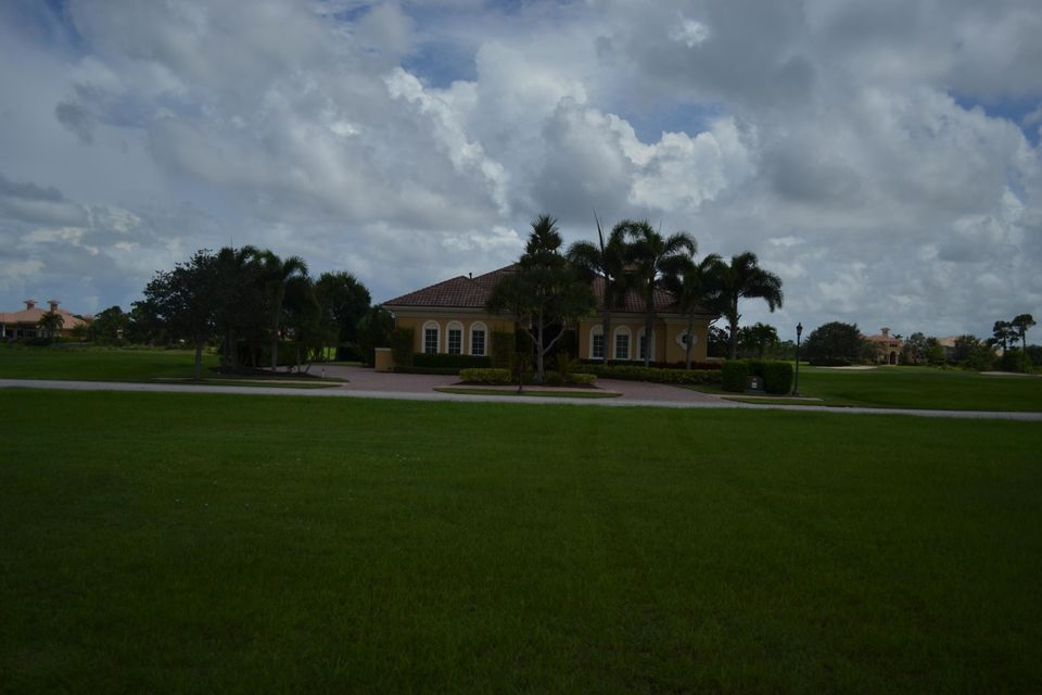 Additional photo for property listing at 113 SE Mira Lavella 113 SE Mira Lavella Port St. Lucie, Florida 34984 United States