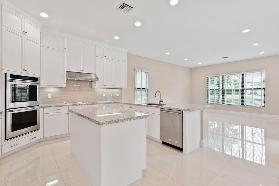 Additional photo for property listing at 9482 Eden Roc Court  Delray Beach, Florida 33446 United States