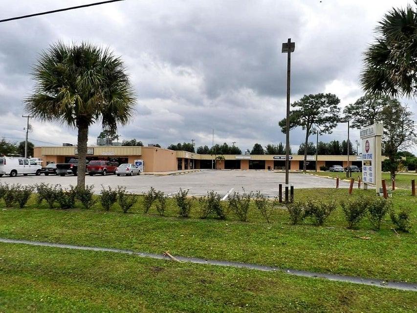 Commercial / Industriel pour l à louer à 2711 SE Morningside Boulevard 2711 SE Morningside Boulevard Port St. Lucie, Florida 34952 États-Unis