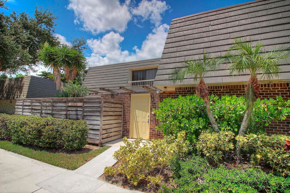617 6th Terrace , Palm Beach Gardens FL 33418 is listed for sale as MLS Listing RX-10362083 16 photos