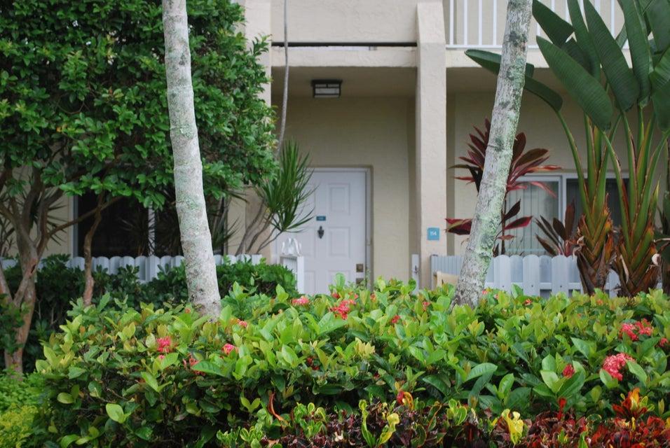 Co-op / Condo for Sale at 7647 Southampton Terrace Tamarac, Florida 33321 United States