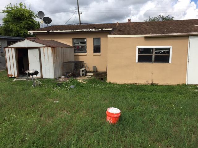واحد منزل الأسرة للـ Sale في 1760 NW 33rd Avenue Lauderhill, Florida 33311 United States