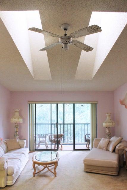 Co-op / Condominio por un Venta en 205 Foxtail Drive 205 Foxtail Drive Greenacres, Florida 33415 Estados Unidos