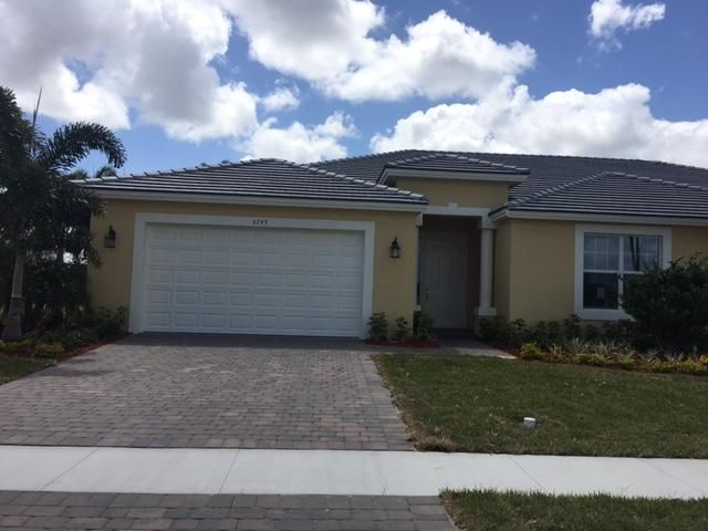 Vila para Venda às 6136 NW Argyl Lane 6136 NW Argyl Lane Port St. Lucie, Florida 34983 Estados Unidos