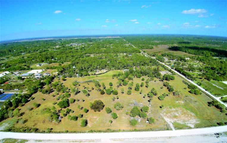Agricultural Land pour l Vente à 2761 E Road 2761 E Road Loxahatchee, Florida 33470 États-Unis