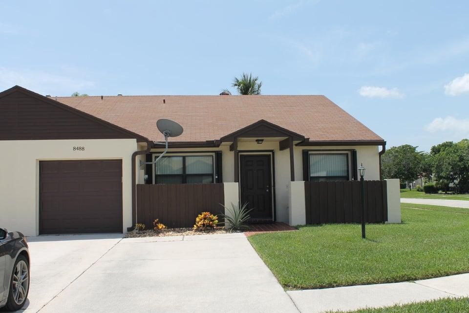 Villa für Verkauf beim 8488 Lake Point Court Lake Worth, Florida 33467 Vereinigte Staaten
