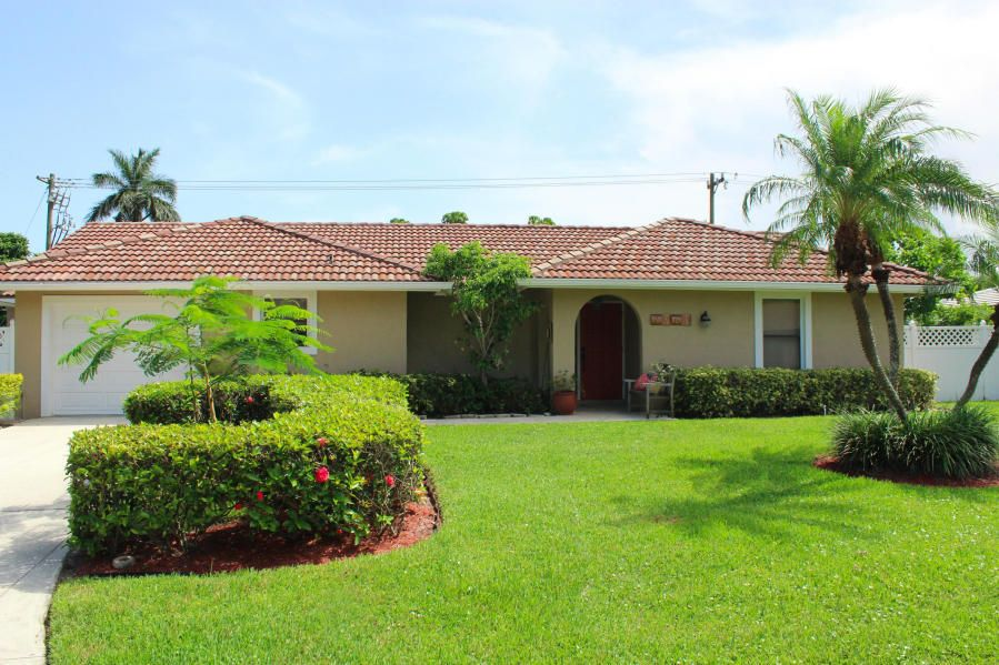 Rentals for Rent at 7960 Edgewater Drive 7960 Edgewater Drive Lake Clarke Shores, Florida 33406 United States
