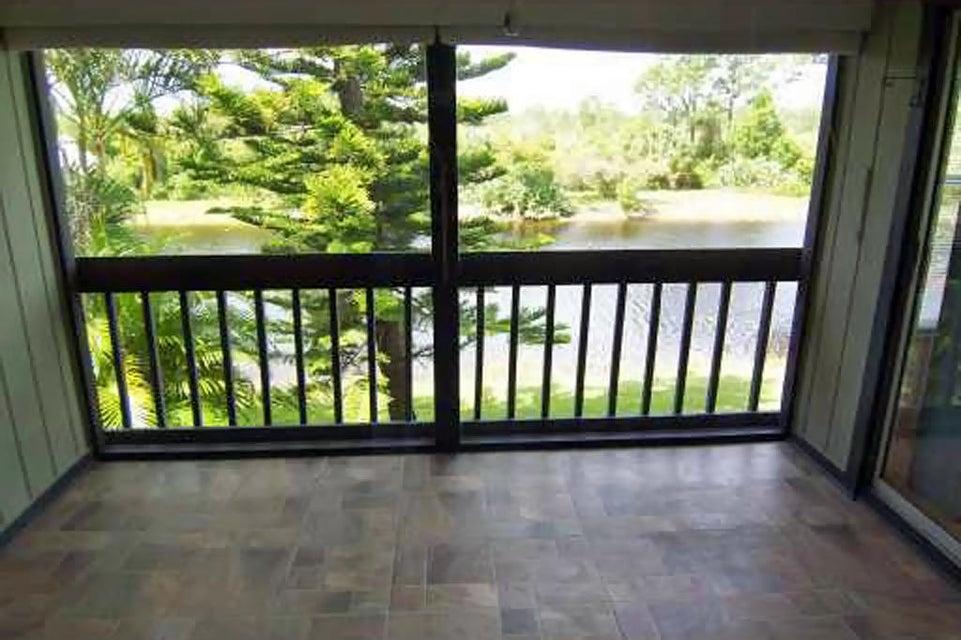 合作社 / 公寓 为 销售 在 8259 SE Croft Circle 8259 SE Croft Circle Hobe Sound, 佛罗里达州 33455 美国