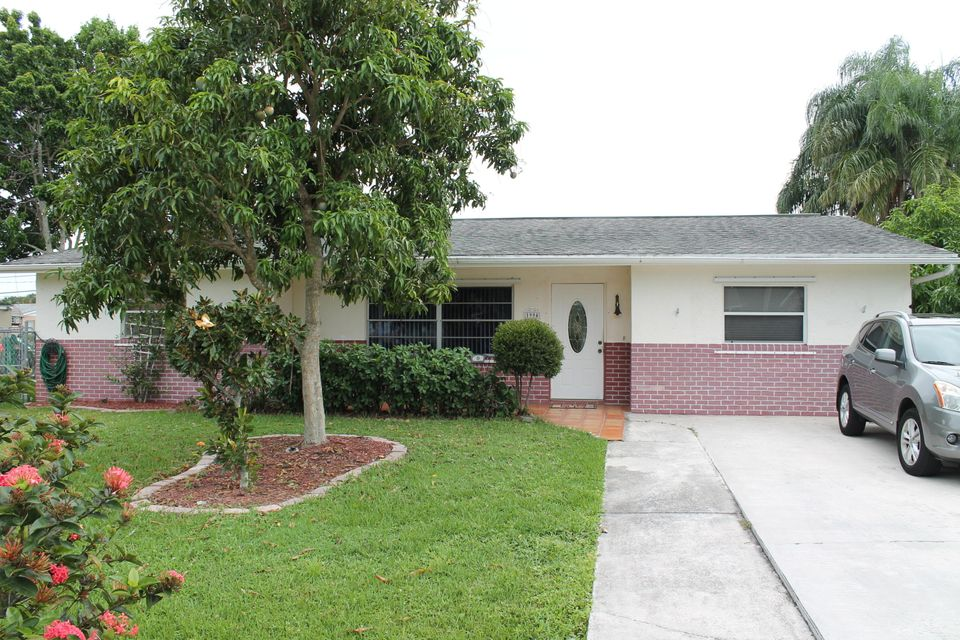 Single Family Home for Sale at 1994 SE Washington Street 1994 SE Washington Street Stuart, Florida 34997 United States