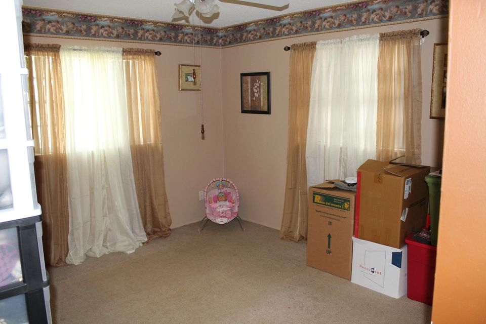 Additional photo for property listing at 1994 SE Washington Street 1994 SE Washington Street Stuart, Florida 34997 United States