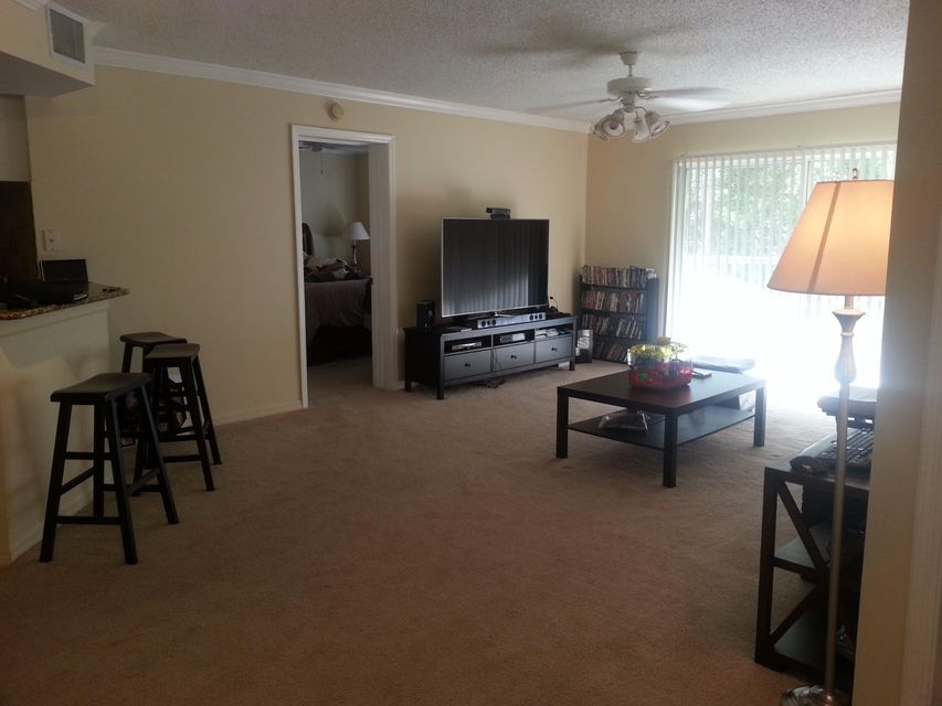 Additional photo for property listing at 1000 S Crestwood Court 1000 S Crestwood Court Royal Palm Beach, Florida 33411 United States