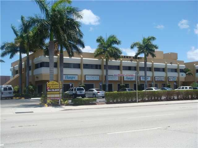Location pour l Vente à 3890 W Commercial Boulevard 3890 W Commercial Boulevard Tamarac, Florida 33309 États-Unis