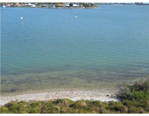 Konsum / Eigentumswohnung für Mieten beim 3 E Harbour Isle Drive 3 E Harbour Isle Drive Fort Pierce, Florida 34949 Vereinigte Staaten