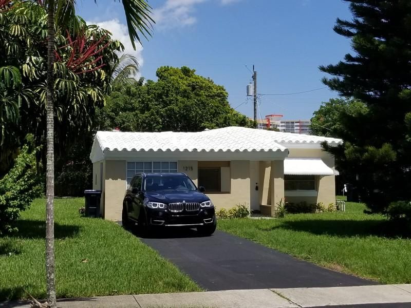 Casa Unifamiliar por un Venta en 1215 NE 180th Street 1215 NE 180th Street North Miami Beach, Florida 33162 Estados Unidos