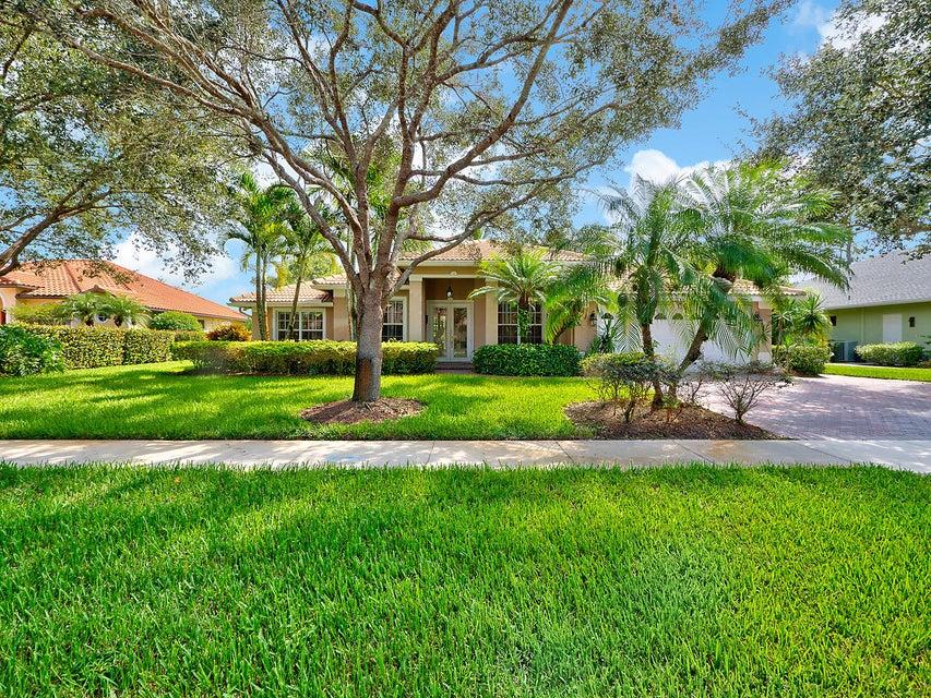 واحد منزل الأسرة للـ Sale في 8283 SW Skipper Drive 8283 SW Skipper Drive Stuart, Florida 34997 United States